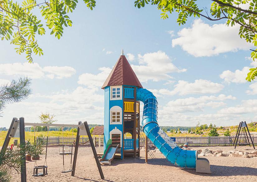 Современная детская площадка красивая необычная дорогая с Финляндии