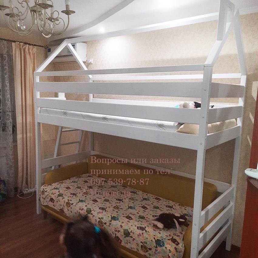Белая кровать домик для девочки с диваном
